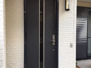 個人宅 玄関扉シート貼り施工